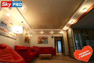 Многоуровневые натяжные потолки в гостиной фото
